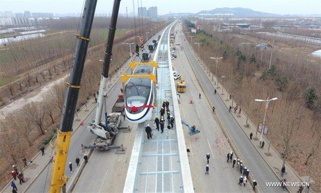"""""""معجزة صينية"""".. بناء سكة حديد في 9 ساعات"""