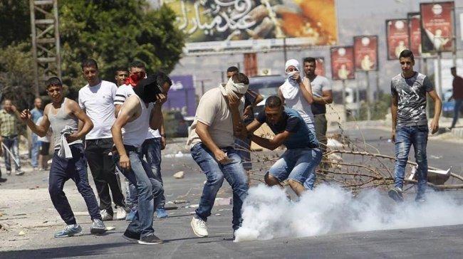 إصابات بالاختناق في مسيرة بلعين