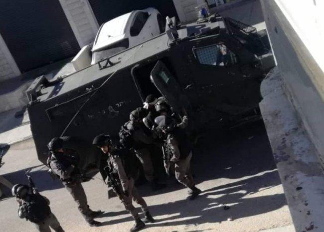 الاحتلال يعتقل 13 مواطنا من الضفة