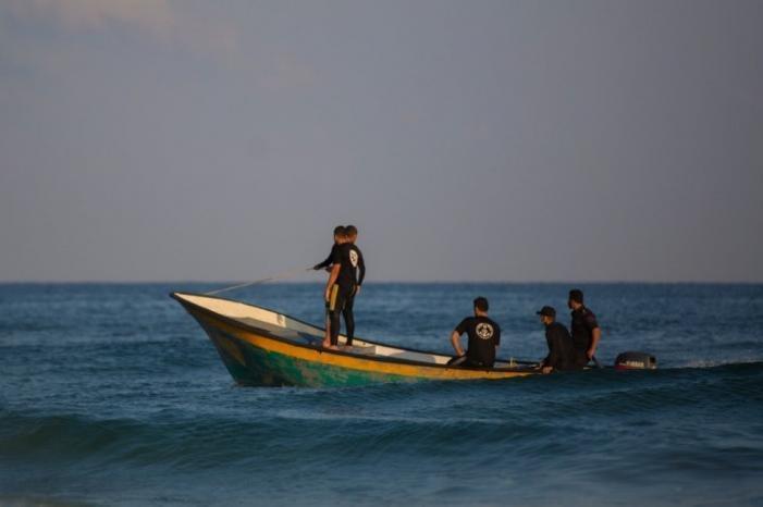 غزة: إغلاق البحر أمام حركة الملاحة البحرية بسبب سوء الأحوال الجوية