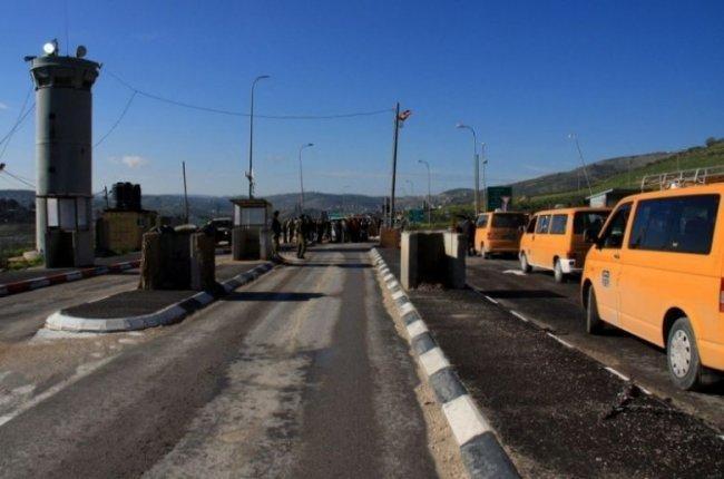 """قوات الاحتلال تضع مكعبات اسمنتية على حاجز """"النشاش"""" جنوب بيت لحم"""