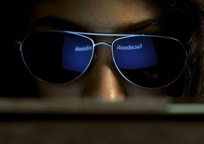 """""""فيسبوك"""" يتنصت على المحادثات الصوتية للمستخدمين"""