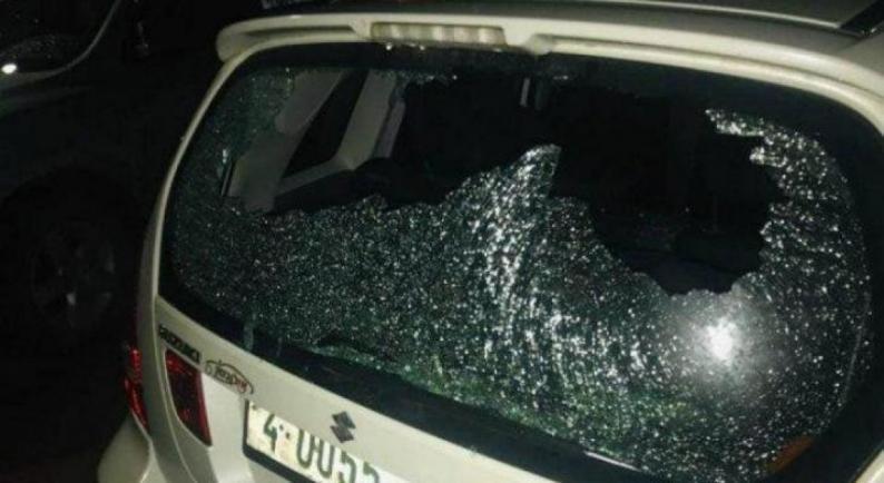مستوطنون يهاجمون مركبات المواطنين قرب ترمسعيا