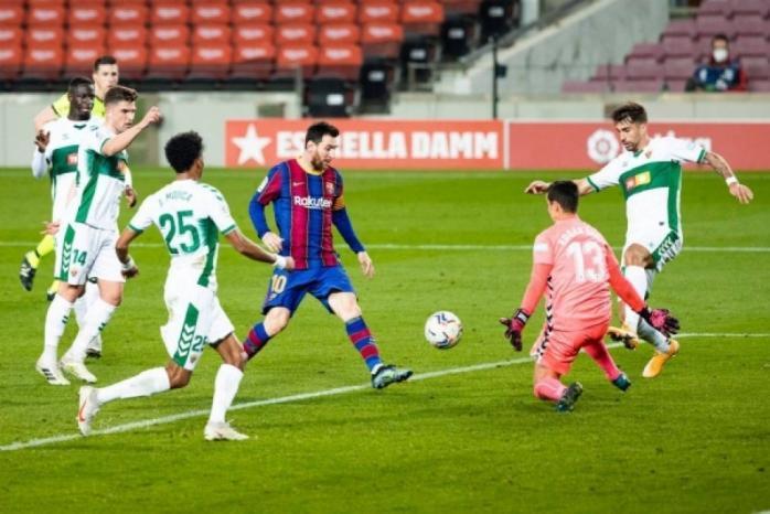 ميسي يقود برشلونة إلى بر الأمان أمام إلتشي