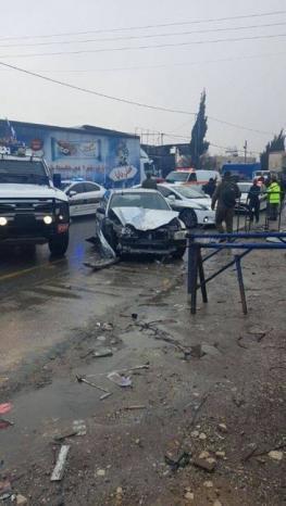 دورية للاحتلال صدمت مركبتهم بشكل متعمد .. اصابة 4 مواطنين من عائلة واحدة بجروح مختلفة