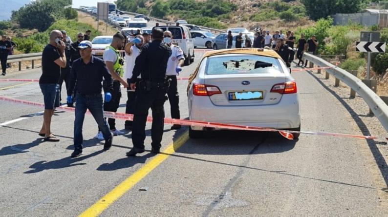 مصرع 3 أشخاص وإصابة طفلة في جريمة إطلاق نار مروّعة بالداخل