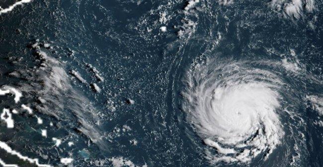 اعصار مدمر يضرب السواحل الأمريكية ومخاوف من فيضانات كارثية