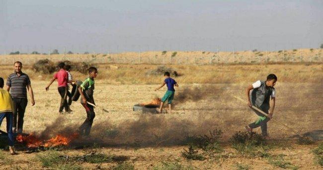 الاحتلال يزعم.. قنابل حارقة على جيشنا من خلف سياج غزة