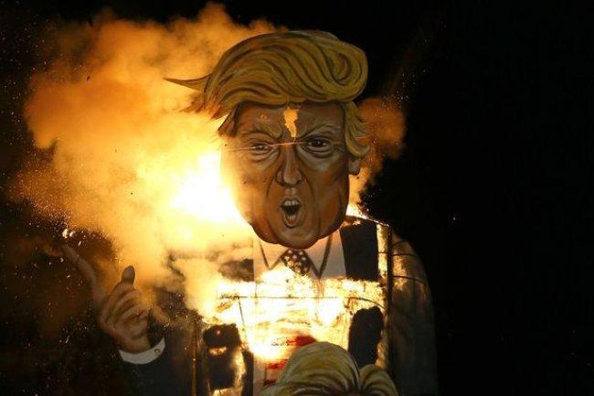 أكثر من 100 فنان حول العالم يوقعون رسالة استنكار ضد قرار ترامب