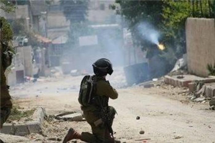 إصابة شاب بالرصاص الحي في مخيم العروب