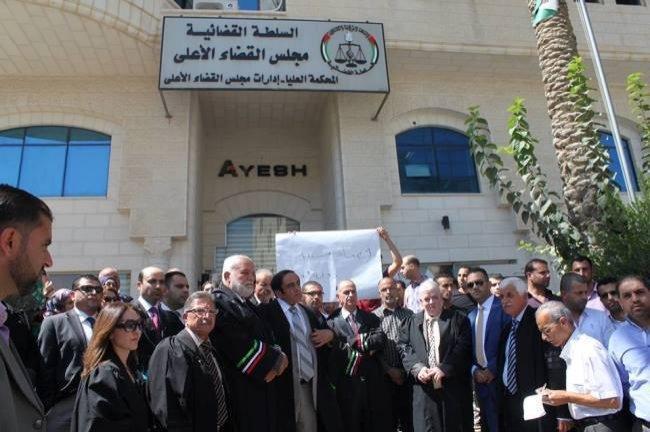 بعد صدور تعديل قانون المحكمة الدستورية، نادي القضاة النظاميين يعلّق العمل في المحاكم