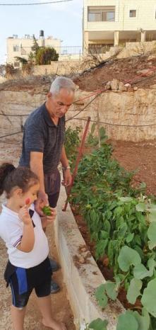 ياسين أبو خضير...أُسر من أجل الأرض وعاد إليها بعد 26 عاماً مزارعاً ملهماً لمجتمعه