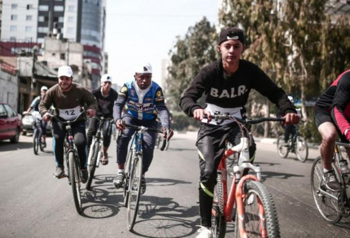 اتحاد الدراجات الهوائية الفلسطيني يشق طريقه في بيئة غير مهيأة