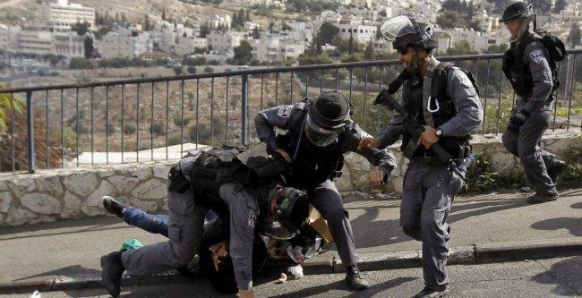 الاحتلال يعتقل 4 مقدسيين ويفرج عن أسير