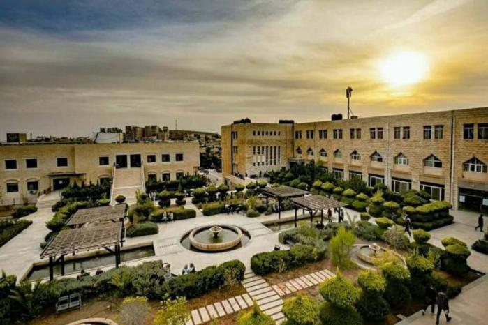 رئيس جامعة القدس يرد على وزير التعليم العالي: أطمئنكم.. لا يوجد أزمة في الجامعة.