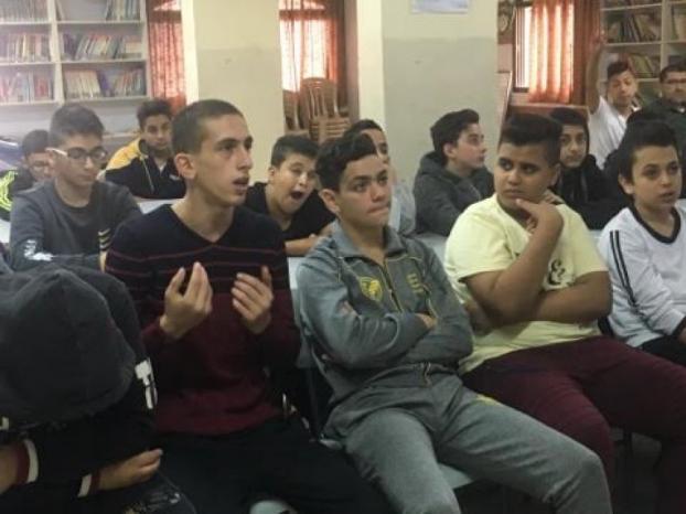 """عرض فيلم بعنوان """"على الهوا """" في مدرسة سعد صايل بنابلس"""