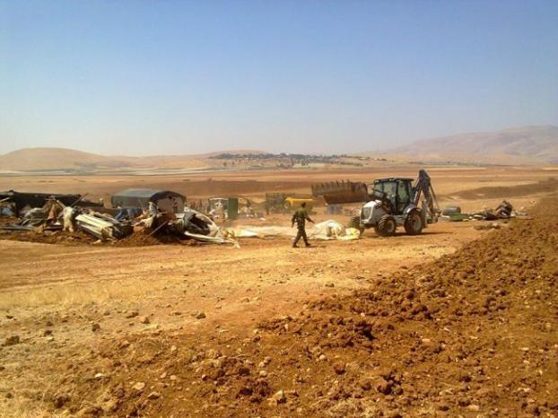الاحتلال يجرف أراضِ في قرية بردلة بالأغوار الشمالية