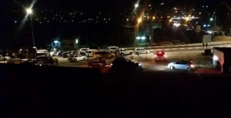 قوات الاحتلال تغلق حاجز حوارة جنوب نابلس إثر اندلاع مواجهات في بلدة حوارة