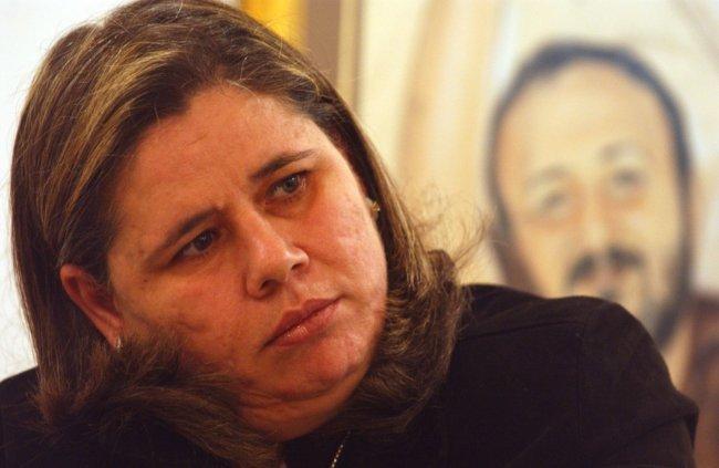 فدوى البرغوثي ممنوعة من زيارة زوجها الأسير حتى عام 2019
