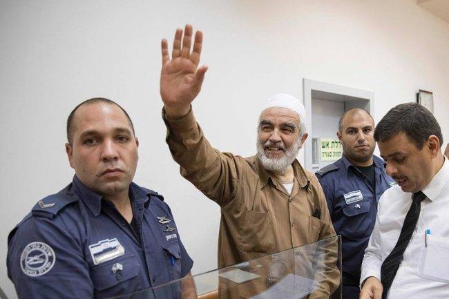 الاحتلال يمدد اعتقال الشيخ رائد صلاح
