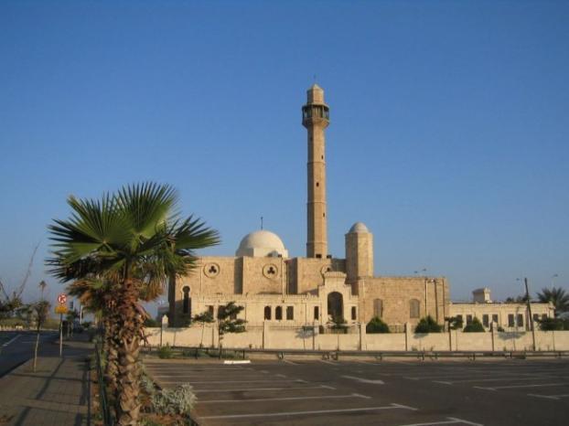 يافا: اعتداء جديد على مسجد حسن بك وخط عبارات عنصرية على جداره