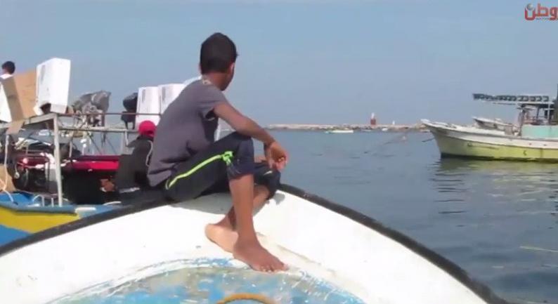 """خاص لـ """"وطن"""": بالفيديو... غزة: الطفل إسماعيل.. درع إنقاذ لإخوته الصيادين"""