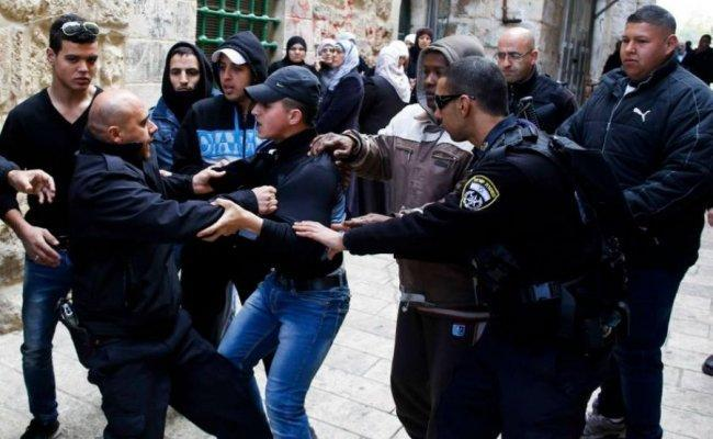 الاحتلال يقضي بالحبس المنزلي على فتى من القدس