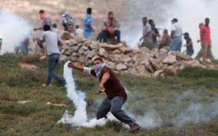 إصابة شاب بالرصاص الحي خلال قمع الاحتلال مسيرة في عابود