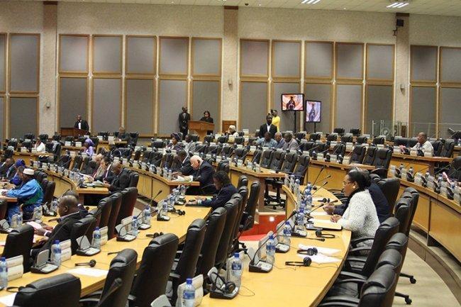 البرلمان الافريقي يناقش مشروع قرار يدين واشنطن
