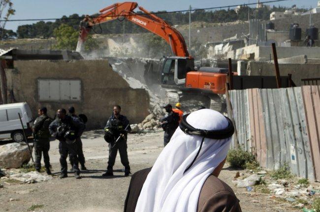 الاحتلال يهدم منزلا في قرية الزعيّم شرق القدس