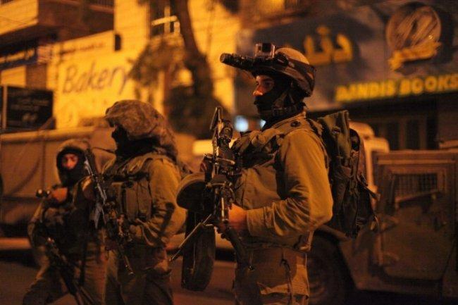 الاحتلال يعتقل 4 مواطنين على الأقل في الضفة
