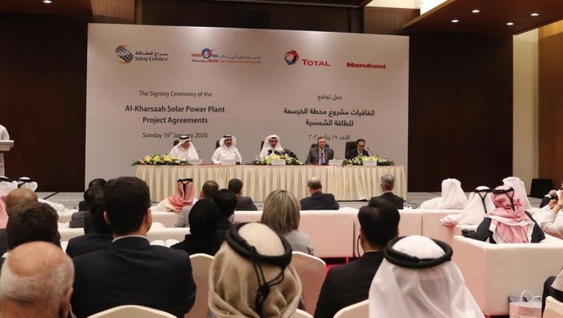 قطر توقع اتفاقية لإنشاء أكبر محطة للطاقة الشمسية في العالم
