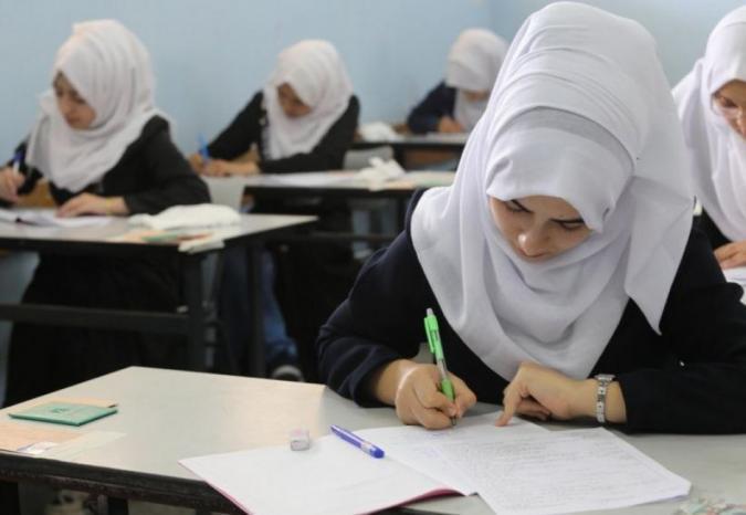 التربية تقرر تأجيل امتحان التوجيهي لطلبة بلدة عزون العتمة بسبب كورونا