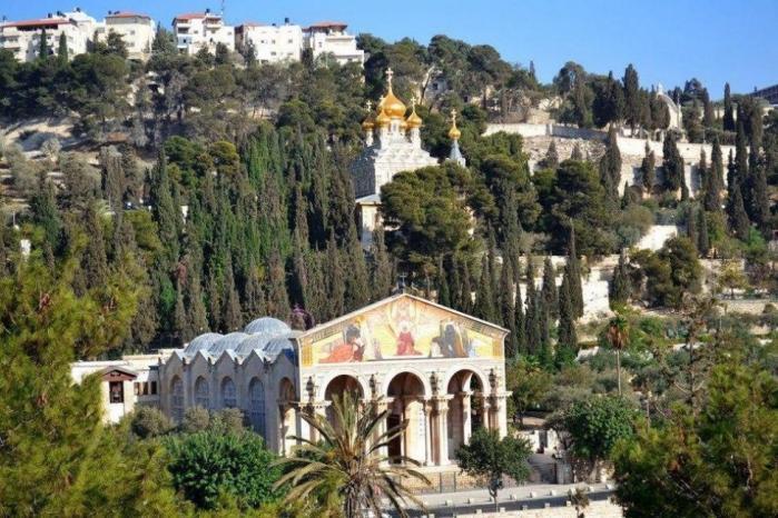الرئاسة تدين محاولة مستوطن إحراق كنيسة الجثمانية بالقدس