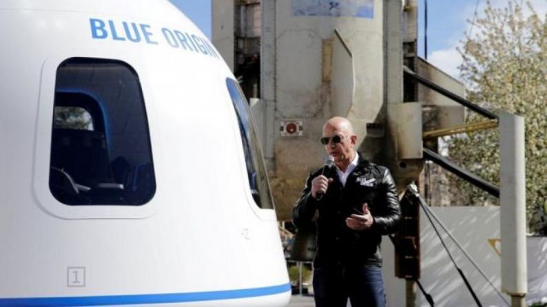 بيع المقعد الأخير في رحلة بيزوس إلى الفضاء بالملايين