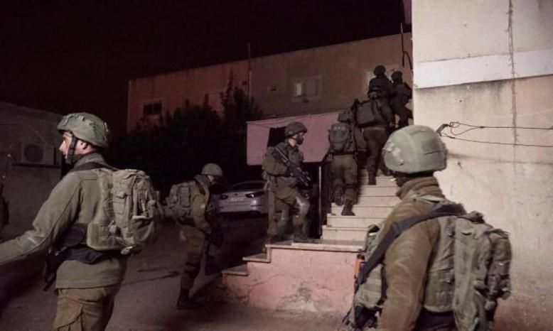 قوات الاحتلال تنهب نقودا ومصاغا ذهبيا من مواطن في يعبد