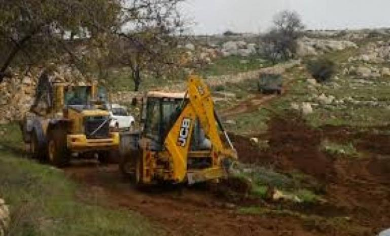 الاحتلال يستولي على آلات بناء جنوب الخليل