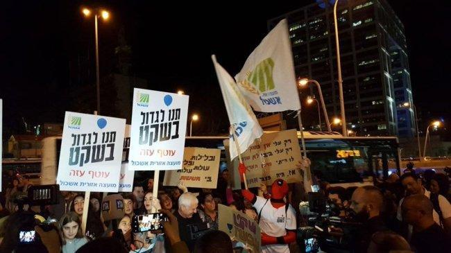 مستوطنون يتظاهرون في تل ابيب ضد وقف التصعيد في غزة