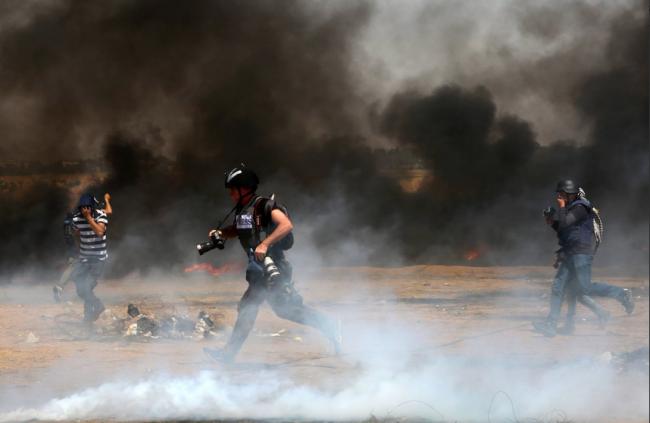 ضباب غاز الاحتلال .. لن يحجب صورة القمع