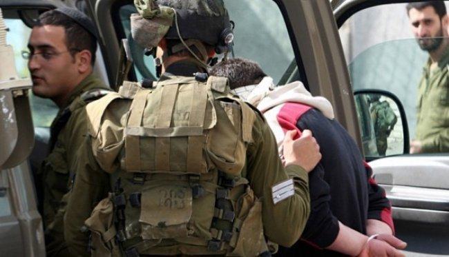 الاحتلال يعتقل 8 مواطنين ويزعم العثور على سلاح