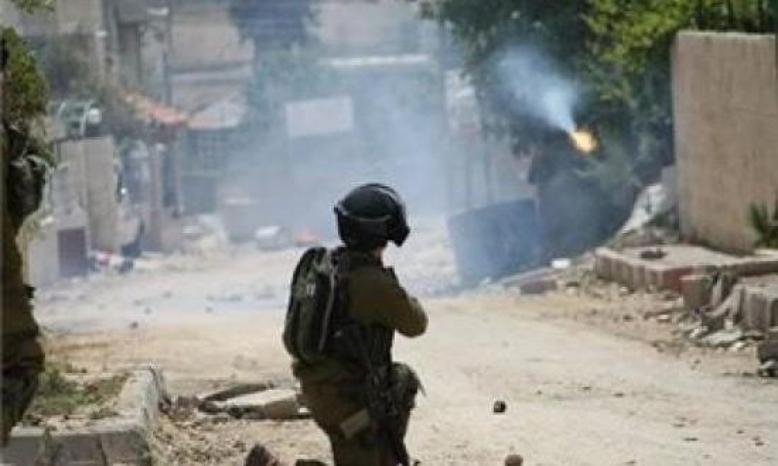 إصابات بالاختناق خلال مواجهات في مخيم العروب شمال الخليل