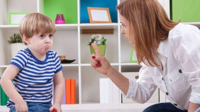 """9 حالات يجب أن تقول فيها لطفلك """"لا"""""""