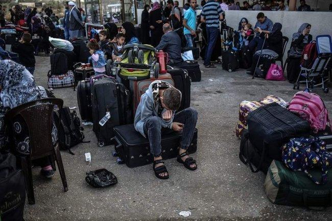 السماح لـ 10 حافلات بمغادرة غزة عبر رفح