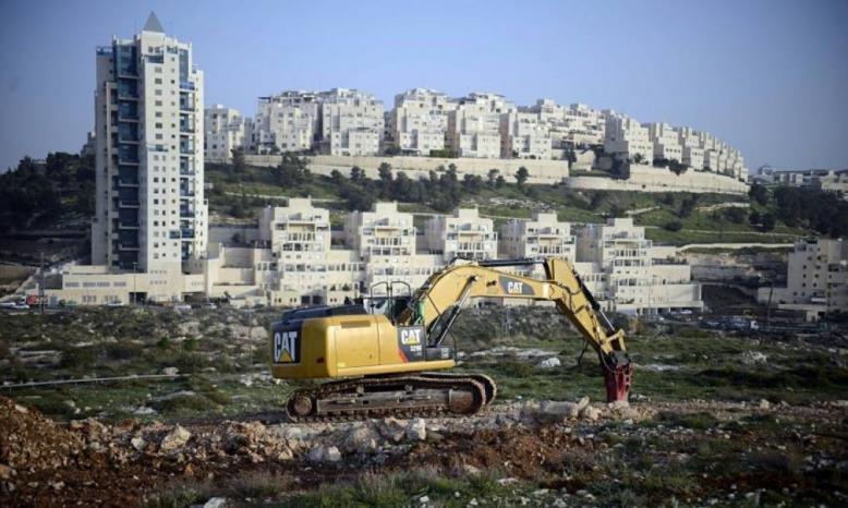 """الاحتلال يجرف أراضي في أبو ديس لصالح مستوطنة """"كيدار"""""""