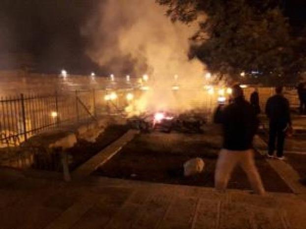 فيديو | السيطرة على حريق شبّ على سطح المصلى المرواني بالأقصى