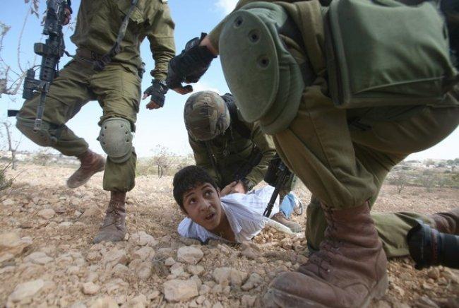 الاحتلال يعتقل طفلين من سلوان بالقدس المحتلة