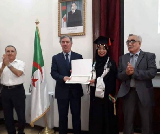 الفلسطينية ملاك العاجز الأولى على كلية الحقوق في الجزائر