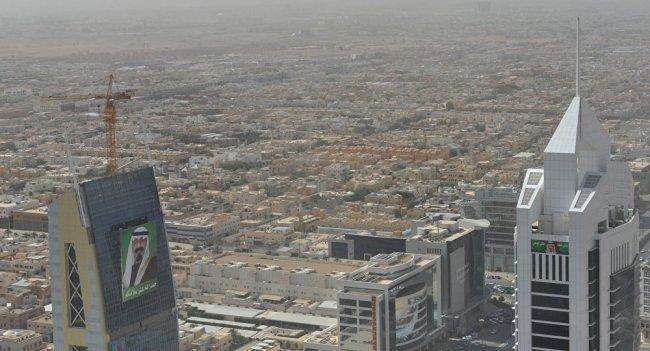 غبار رملي ، يُبقي السعوديين داخل منازلهم