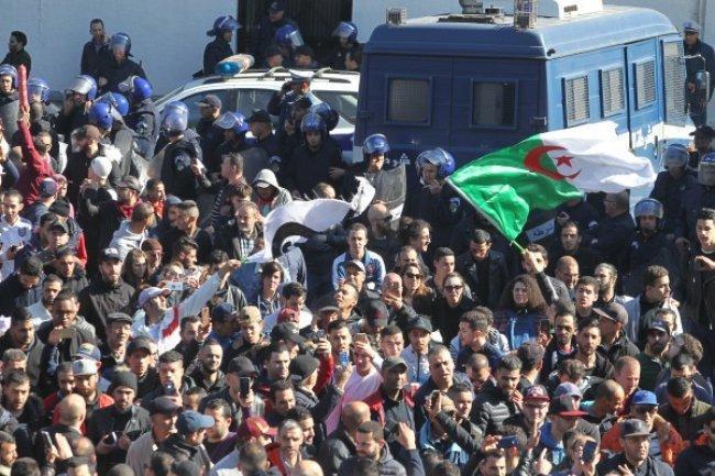 """الجزائر تحشد لـ""""جمعة الرحيل"""""""