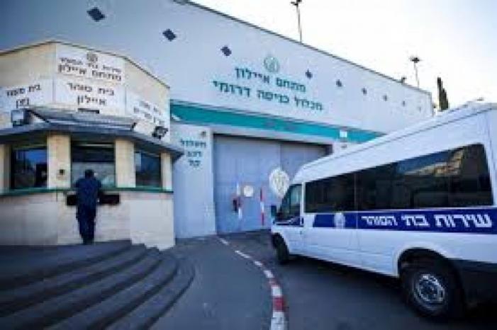 """إدارة سجون الاحتلال تبلغ الأسرى أن عينات الأسرى المرضى في سجن """"الرملة"""" سلبية أي غير مصابين بكورونا"""